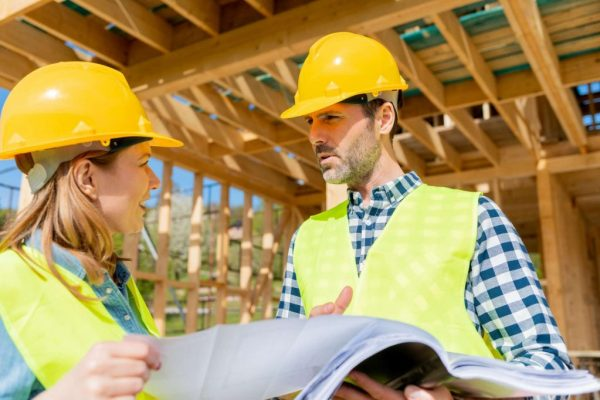 team-engineer-and-architect-are-meeting-to-plan-fo-KUTKS4U-e1609132633360.jpg